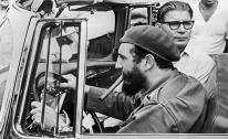 Fidel Castro de vuelta en Cuba conduce un vehículo ZIL-111 donado por los líderes soviéticos, Habana, Cuba. Reproducción: ITAR-TASS.